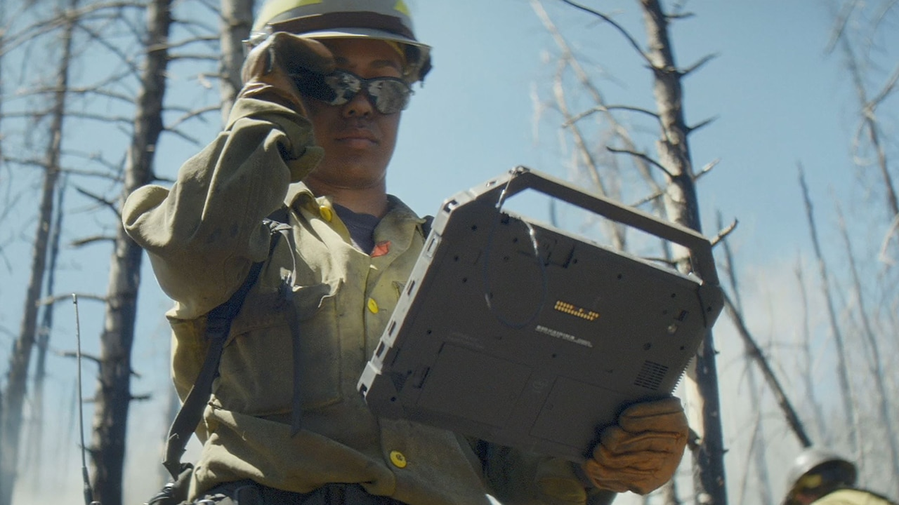 Video: Latitude 7220 Rugged Extreme Tablet - FirstNet Ready (2019) 0:15